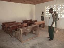 schoolbanken-uit-de-oude-lokalen